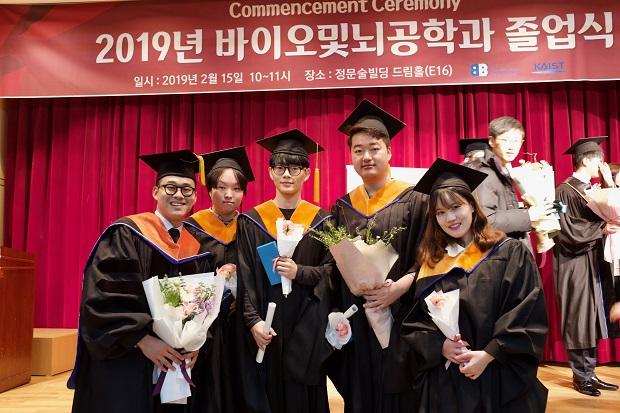졸업식_단체사진1.jpg