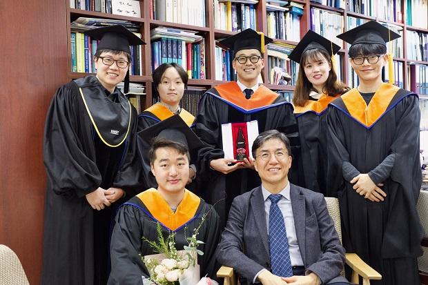 졸업식_단체사진4.jpg