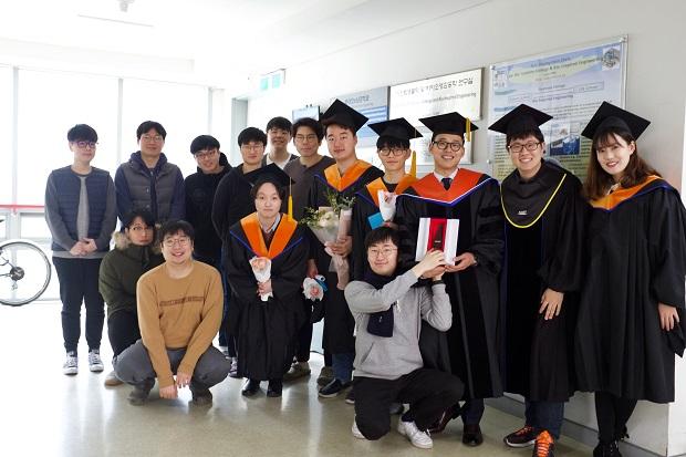 졸업식_단체사진3.jpg