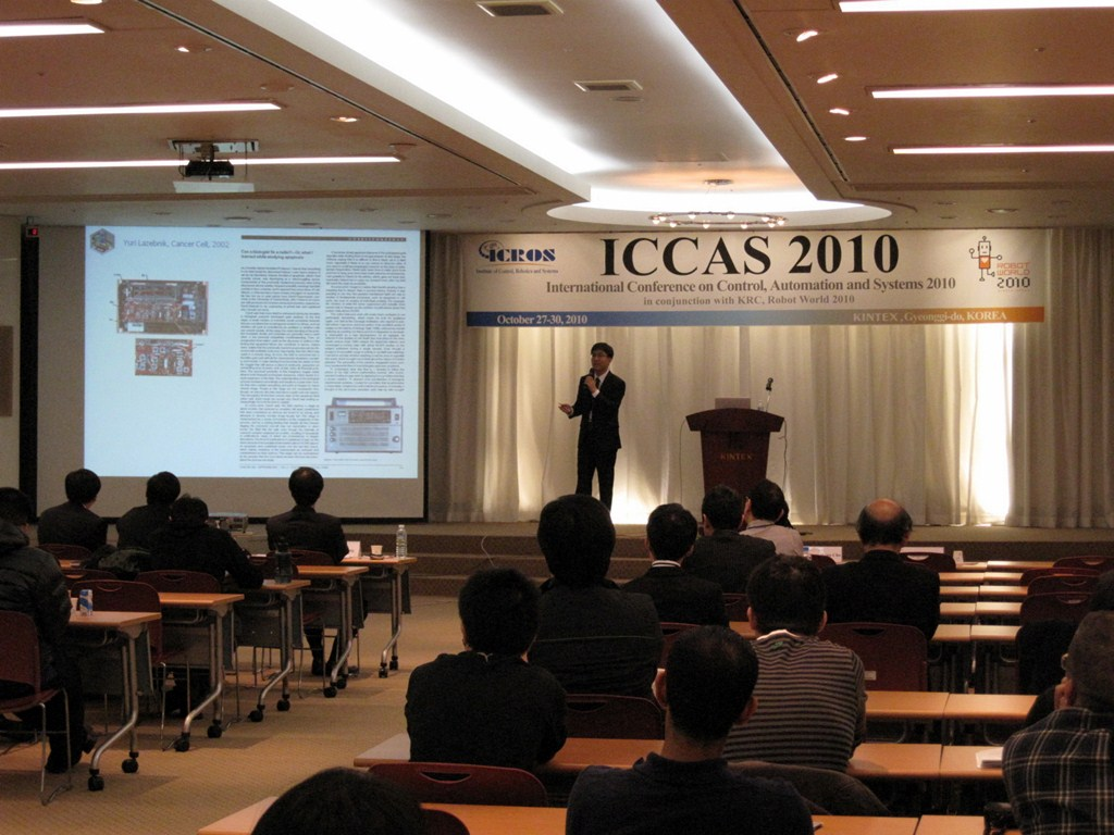 ICCAS2010_plenary talk 1.JPG