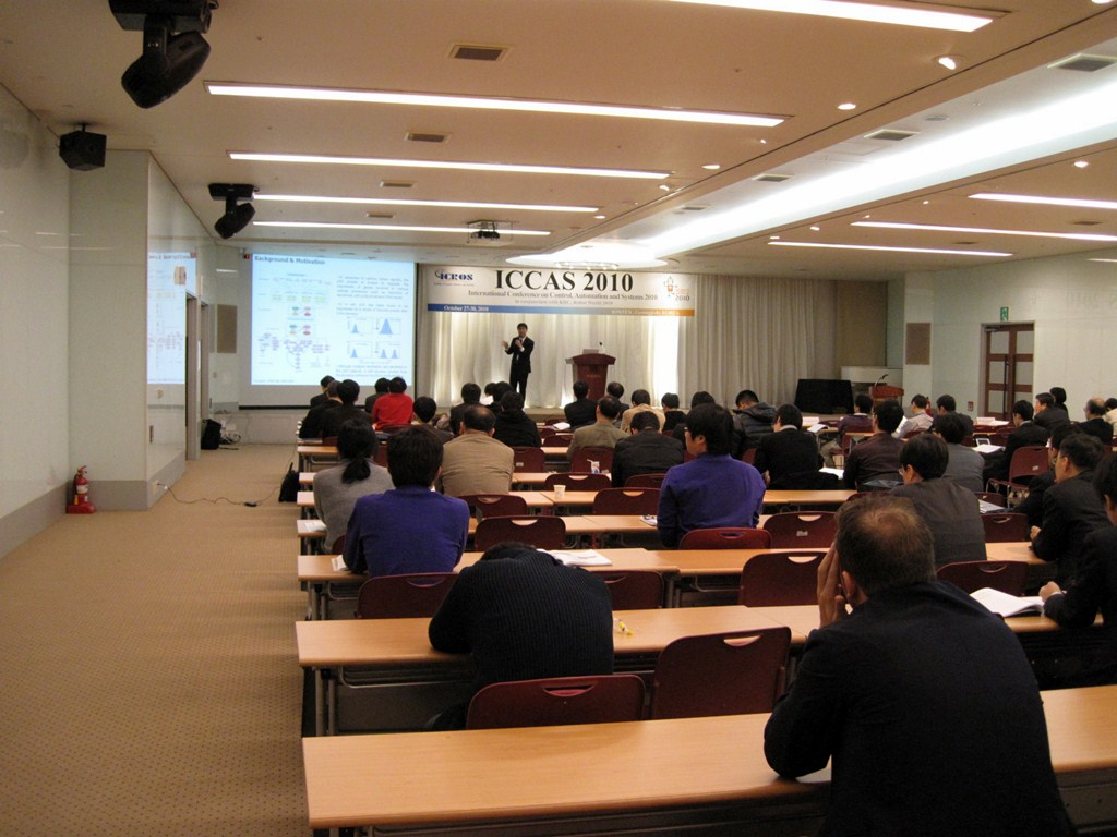 ICCAS2010_plenary talk 2.JPG