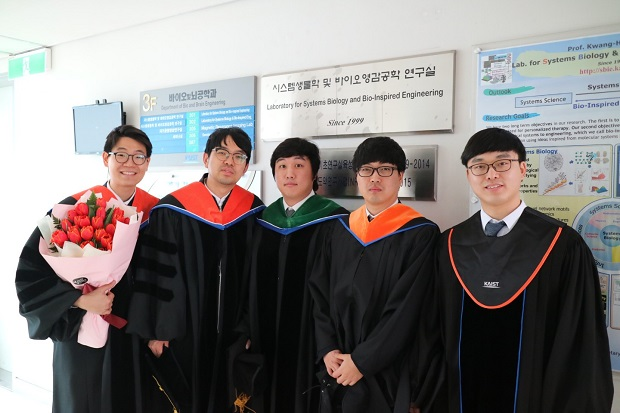 졸업하는 분들.jpg