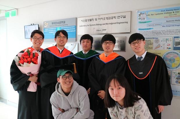 졸업하는 분들2.jpg